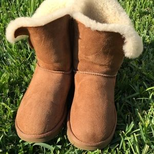 UGG II🍂🍁Bailey Button womens sz 9